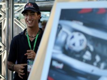 Daniel Ricciardo will drive in World Series by Renault next year