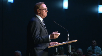Geoff Brabham delivering his tribute at the service in Southport, Queensland