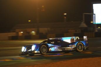 The KCMG Oreca 05 tackles the Circuit de La Sarthe at night