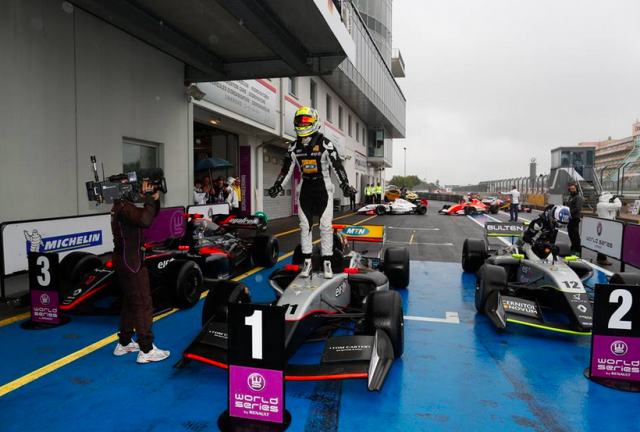 Tio Ellinas leads home a Strakka Racing quinella in Race 2